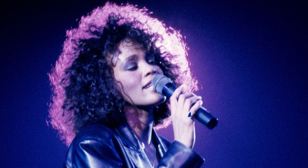 Whitney Houston hologramként